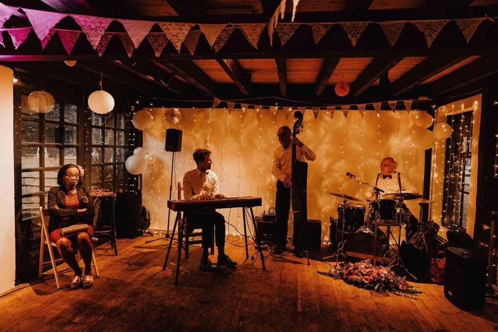 Trouwlocatie, feestlocatie met muziektrio band