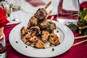 Feestlocatie Diner mixed grill met rund, kip en varken