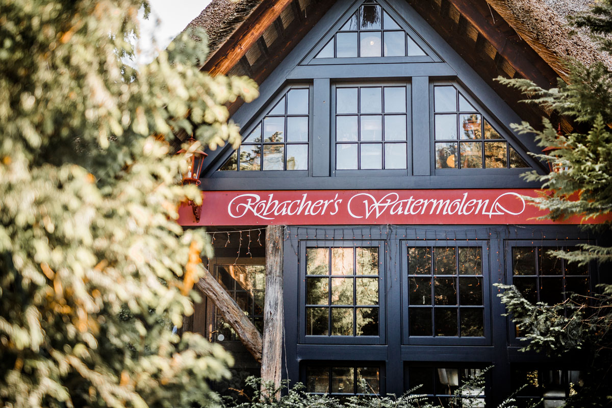 Feestlocatie met naambord Robacher's Watermolen